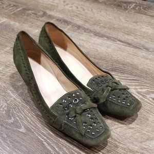 Tod's army green suede kitten heels size 37